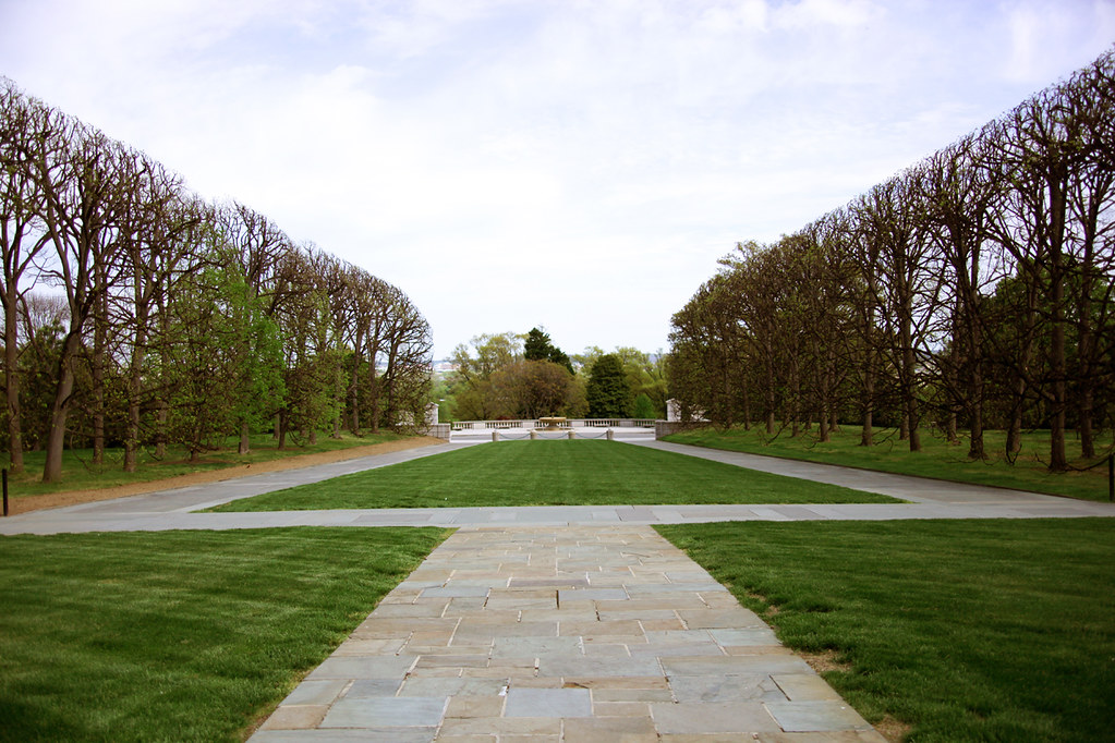 rectangular shaped lawn from tomb of the unknown soldier by tim evanson